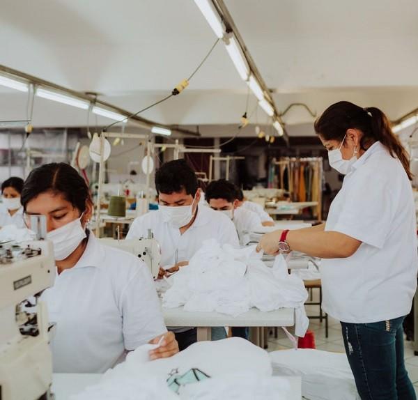 Equipo de maquila textil en Ditex.